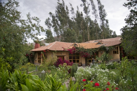 willka tika: Garden in front of a guesthouse, Willka Tika, Sacred Valley, Cusco Region, Peru