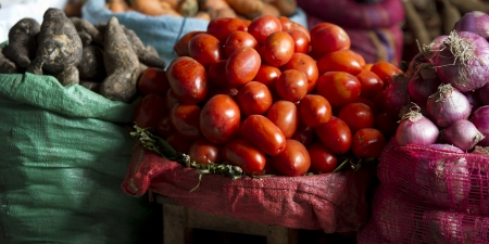 mercado central: Vegetables for sale at a store, Sacred Valley, Cusco Region, Peru Stock Photo