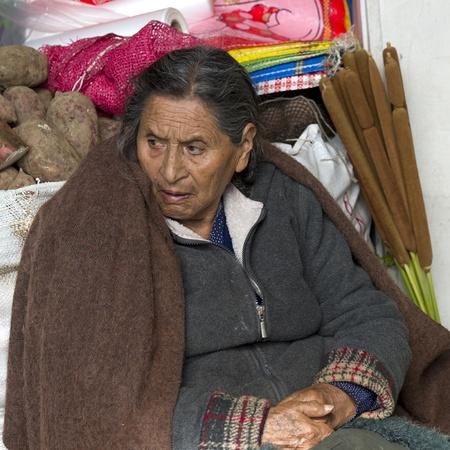 peruvian ethnicity: Mujer en un puesto del mercado, Mercado Central, Cuzco, Per� Editorial