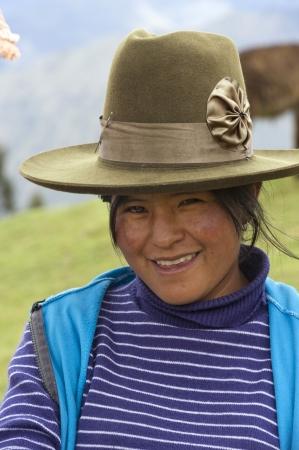 peruvian ethnicity: Retrato de una mujer sonriente, Valle Sagrado, Cusco, Per�
