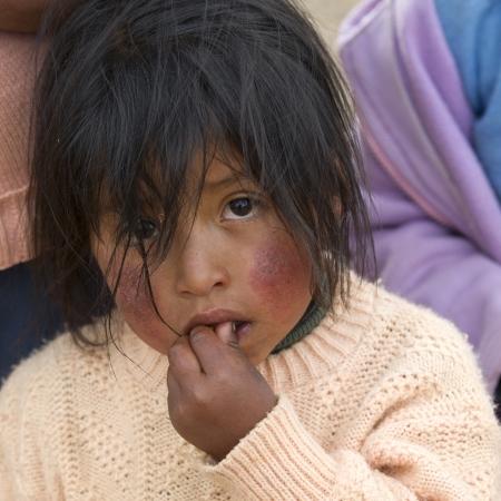 peruvian ethnicity: Retrato de una chica con el pelo despeinado, Valle Sagrado, Cusco, Per�