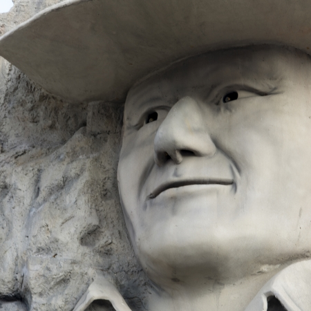 john wayne: John Wayne sculpture at Hollywood Wax Museum, Branson, Taney County, Missouri, USA Editorial