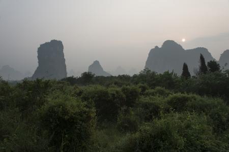 Mountains at dusk, Yangshuo, Guilin, Guangxi Province, China Banco de Imagens