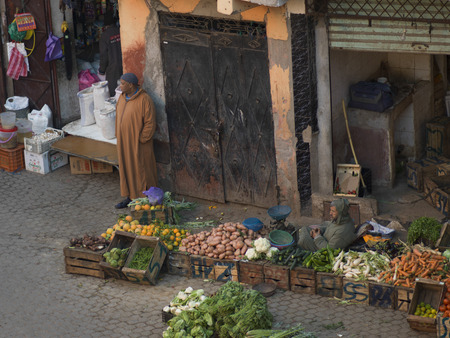 Man selling fruits and vegetables on the street, Marrakesh, Morocco Reklamní fotografie - 28196856