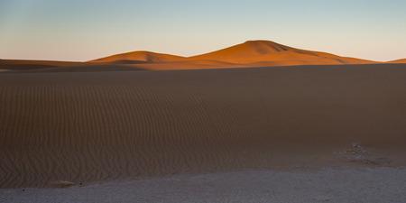 desierto del sahara: Erg Chegaga Dunas en el desierto del Sahara, Marruecos