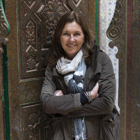 Frau an der Tür der Kasbah von Glaoui, Telouet, Ouarzazate, Souss-Massa-Draa, Marokko Standard-Bild - 28233309
