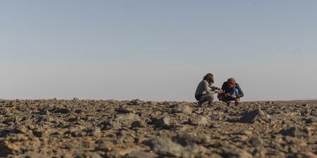 desierto del sahara: La gente en el desierto del Sahara, Marruecos Foto de archivo