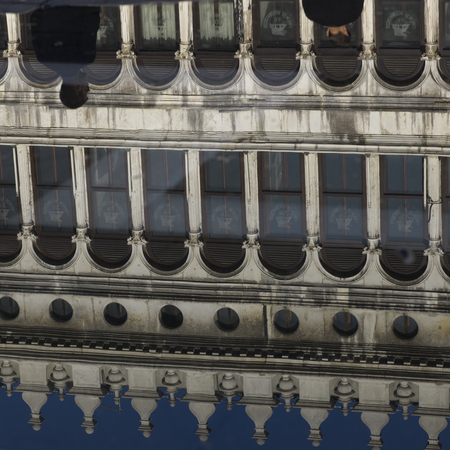 procuratie: Procuratie Vecchie reflecting in water, St Marks Square, Venice, Veneto, Italy