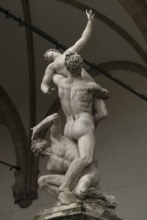 nudo maschile: La violenza delle statue Sabine Women a Loggia dei Lanzi, Piazza della Signoria, Firenze, Toscana, Italia