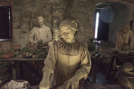 Statues at medieval kitchen in Stirling Castle, Stirling, Scotland 免版税图像 - 68767182