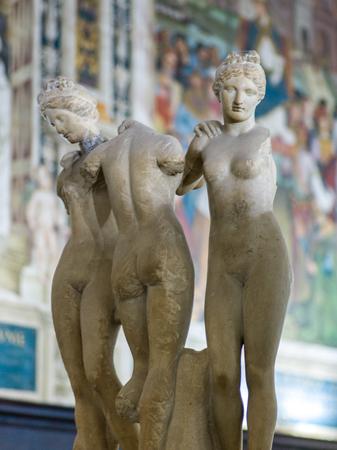 Marble statues at Siena Cathedral, Siena, Tuscany, Italy Redakční
