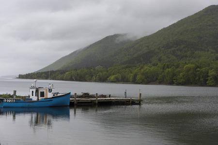 Fischtrawler machte am Dock, Englishtown, Kap-Breton-Insel, Neuschottland, Kanada fest