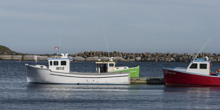 Fischerboote machten am Dock, Main-a-Dieu, Kap-Breton-Insel, Nova Scotia, Kanada fest