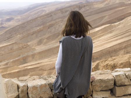사막, 전갈 오르막, Arava 밸리, 네 겝 사막, 이스라엘에서에서 여자의 후면보기