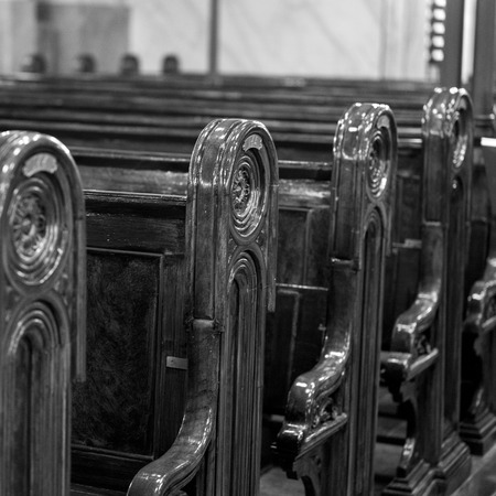 Pews in the Great Synagogue, Dohany Street, Budapest, Hungary Redactioneel