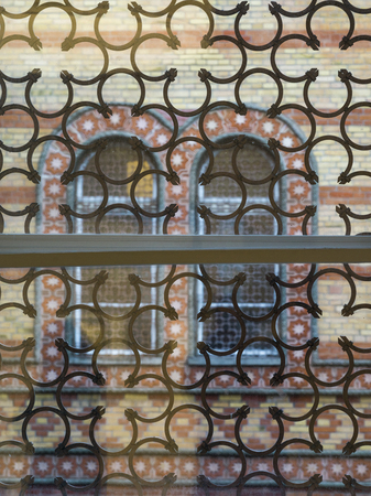 Window in Hungarian Jewish Museum at Great Synagogue, Dohany Street, Budapest, Hungary Publikacyjne