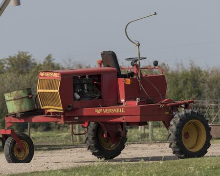 Tractor in a farmyard, Manitoba, Canada Imagens