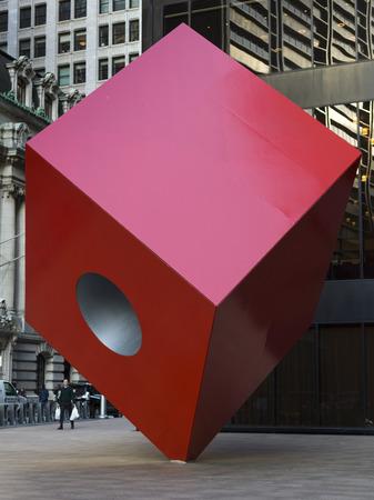 Red Cube Sculpture by Isamu Noguchi, Lower Manhattan, New York City, New York State, USA 報道画像
