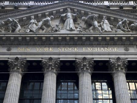 Facade of New York Stock Exchange building, Wall Street, Lower Manhattan, New York City, New York State, USA Imagens - 112208593