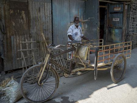 Elderly man standing near rickshaw, Kumartuli, Kolkata, West Bengal, India Reklamní fotografie - 119239490