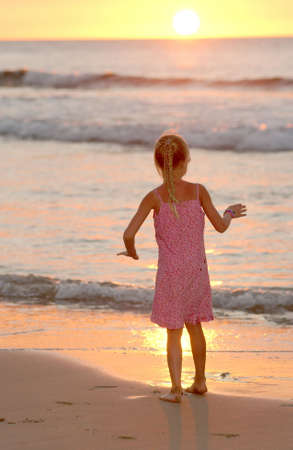 leasure: Capretti che giocano sulla spiaggia - Hawai Archivio Fotografico