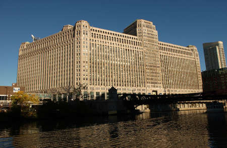 merchandise mart: Merchandise Mart on the banks of a river in Chicago