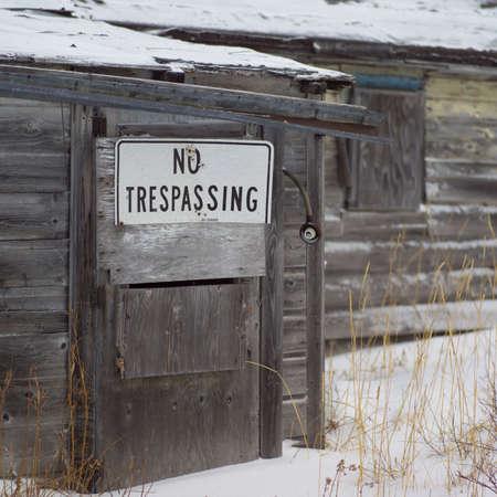 prohibido el paso: Churchill - el norte de Manitoba, no invadiendo signo Foto de archivo