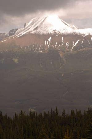 snow capped: Pico Capsulado Nieve De la Monta�a, Parque Nacional Del Jaspe, Canad�