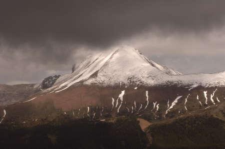 snow capped: Monta�as nevadas Peak, Parque Nacional Jasper, Canad�