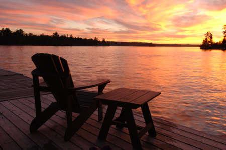 sedia vuota: Sedia vuota contro crepuscolo cielo