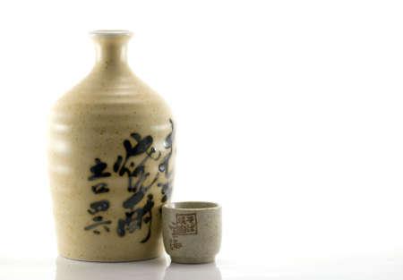 sake: Botella de Sake japon�s arcilla y taza