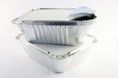 trays: 2 vierkante folie catering trays 1 gedeeltelijk geopend