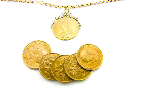 gb pound: Five gold sovereigns with a sovereign on a chain with a white background