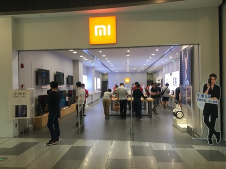 Wuhan Hubei China, 10 september 2017: Xiaomi Mi flagship store in Livat mall in central China and chinese people shopping