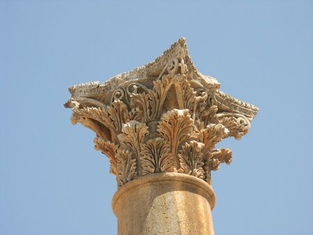 colonnaded: Closeup of a top of a roman column in the ruins of the old city of Jerash in Jordan Stock Photo