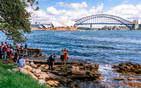 23rd December 2018, Sydney Australia: People taking wedding and touristic pictures in front of Sydney Opera House in NSW Australia 報道画像