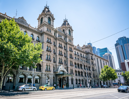3rd January 2019, Melbourne Australia : Street view of the facade of the Windsor hotel building a luxury Victorian era grand hotel in Melbourne Victoria Australia 報道画像