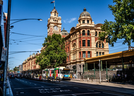 2nd January 2019, Melbourne Australia : Scenic view of Flinders street railway station building and tower clock from the west and Flinders street view in Melbourne Victoria Australia 報道画像