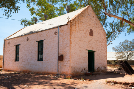 View of the Hermannsburg Lutheran church in NT outback Australia 写真素材 - 123338349