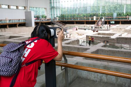 Woman looking through a VR headset at a museum tour display in Chengdu China Stok Fotoğraf