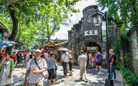 Chengdu China, 3 August 2019 : Wide and Narrow Alley or Kuanzhai Xiangzi lanes view with people and old brick house in Chengdu Sichuan China 新聞圖片