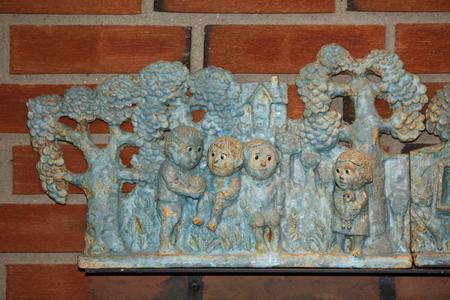 troll dolls: Troll statuettes playing