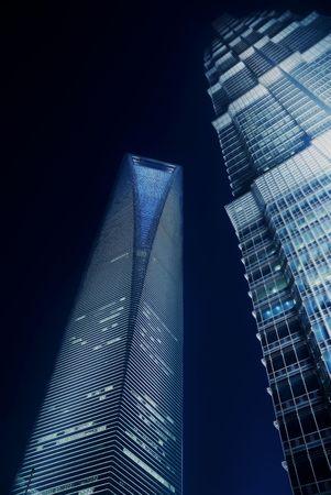 Pudong Shanghai World Financial Center und Jin Mao Tower in der Nacht beleuchtet