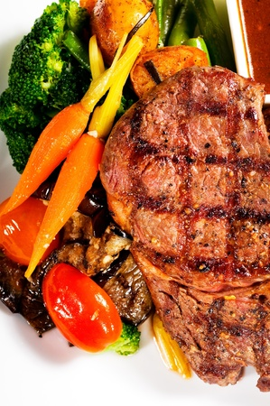 fresh grilled ribeye steak with broccoli,carrot and cherry tomatoes on side Stock Photo - 8688699