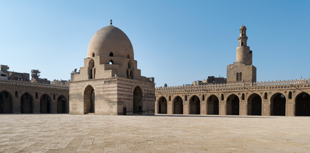 ibn: Courtyard of Ibn Tulun Mosque, Cairo, Egypt.