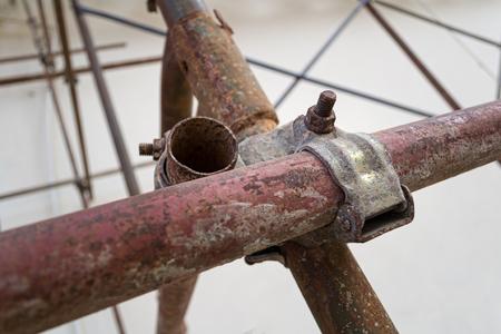 andamios: andamios de metal oxidado acoplador conjunta