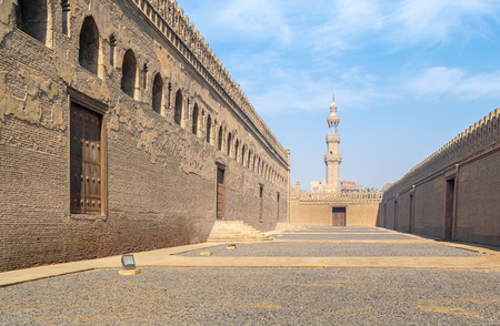 Passages surrounding Ibn Tulun mosque with minaret of Amir Sarghatmish mosque at far distance, Sayyida Zaynab district, Medieval Cairo, Egypt Stock Photo
