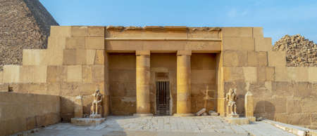 The Mortuary Temple Of Khufu at Giza Pyramid complex revealing part of the Pyramid of Khufu in the background, Giza, Great Cairo, Egypt 스톡 콘텐츠