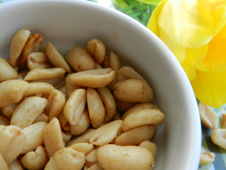 rigid: Roasted yellow peanuts are on a white plate Stock Photo