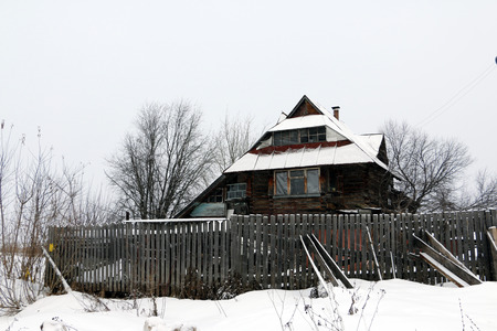 log cabin winter: Old house in village in winter day